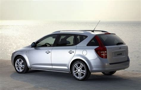 2008 Kia Cee'd Station Wagon   car review @ Top Speed