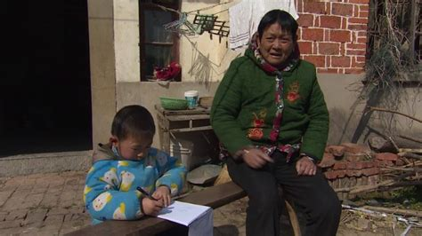 China to migrant workers: Take your kids with you - CNN