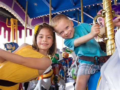 Theme Park Tips for Toddlers | Travel Channel